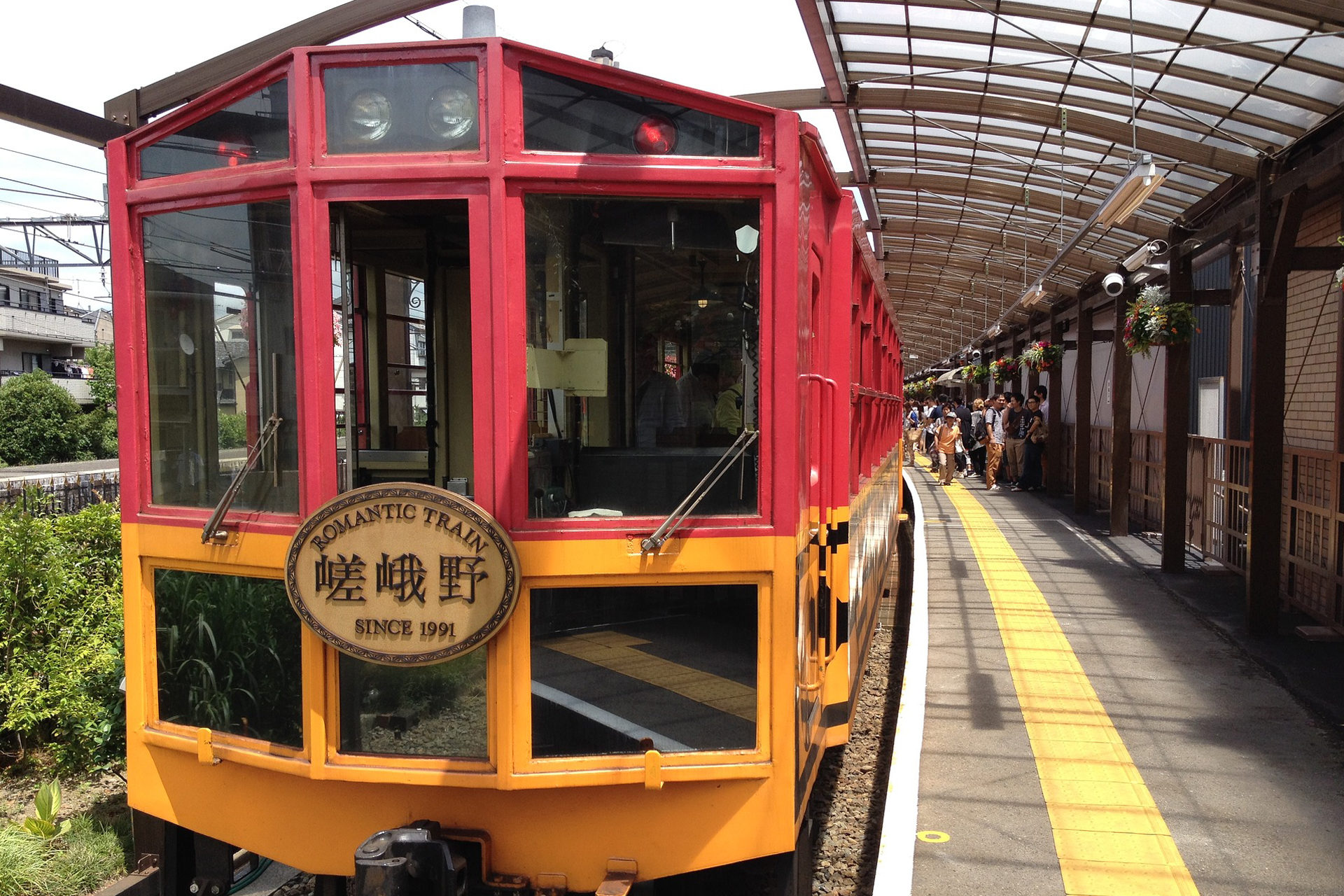 秋の嵐山のトロッコ列車