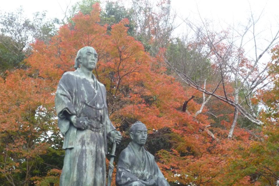 円山公園の坂本龍馬像
