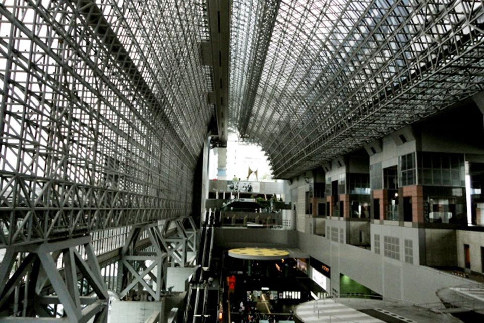 地下鉄に乗って京都観光!路線の充実度がいまひとつの印象が強い京都の地下鉄。でも実際に使えばなかなか強力な移動手段となってくれます。