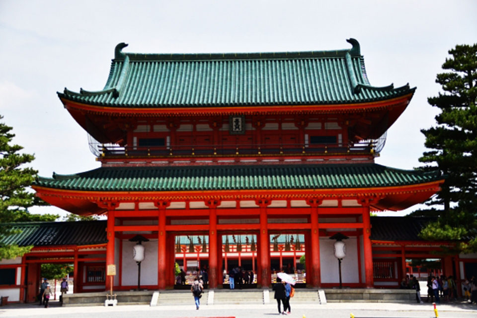 平安王宮をコンパクトに!春には京都を代表する桜スポットの平安神宮、その秋の魅力を大解剖