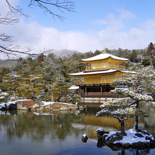 金閣寺の雪景色