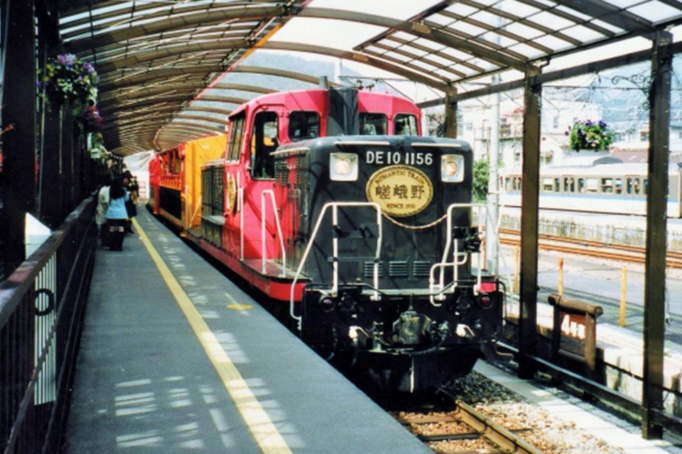 京都 紅葉 嵯峨野トロッコ列車
